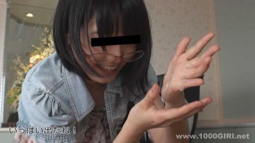 口内射精で出された大量の精液を手に吐き出しベトベト