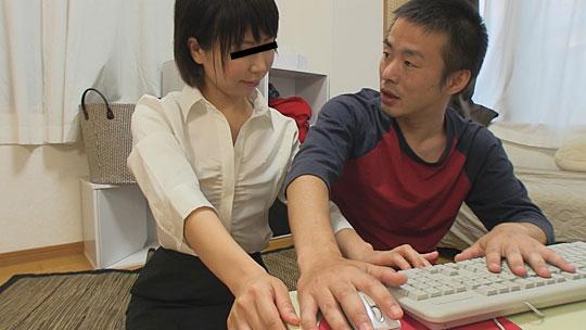 PCの表計算の講習を熟女講師に個人指導される