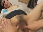 熟女講師の股を開きマンコを広げたまま指マン
